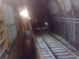 tunnel:ça roule plein pot a coté !!