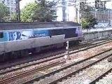 2 trains TGV+1 train TER+CC72049 en voyage tirant des voitures à Lyon le 23/04/2008