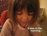 Adorable Petite Fille qui raconte une Histoire de Fées kids