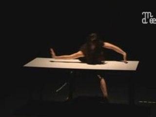 Je pense comme une fille enlève sa robe / Perrine Valli