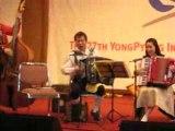 Groupe traditionnel coreano-bavarois