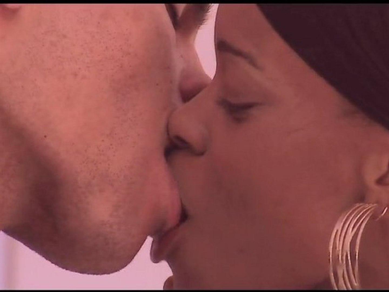 Tougue kiss