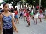 Danse dans la rue enfants de Santiago de Cuba