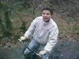 mick et benj en forêt en vélo mdr