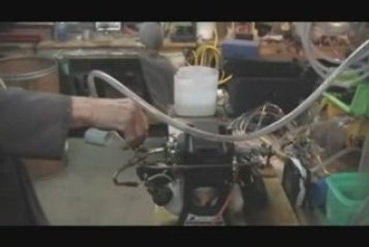 Motor running on HHO - Un moteur qui fonctionne à l'eau