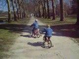 Théo fait du vélo
