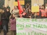 Saint-Julien-les-Villas : Les employé de mairie en grève