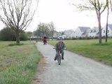 Loris fait du vélo sans roulettes 05042009 video2