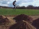 session dirt au champs de bosse Nilisium Trail en bmx