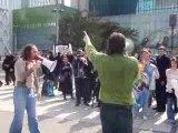 La Chanson du Dimanche en plein délire à La Défense !