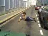 Ollie par dessus la poubelle en skate (mat)