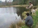 Prise d'un brochet d'1 mètre lors d'un stage pêche jeunes