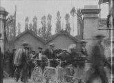 Les Frères Lumière - 1895 - La sortie des usines Lumière -