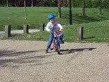 Benjamin fait du vélo comme les grands