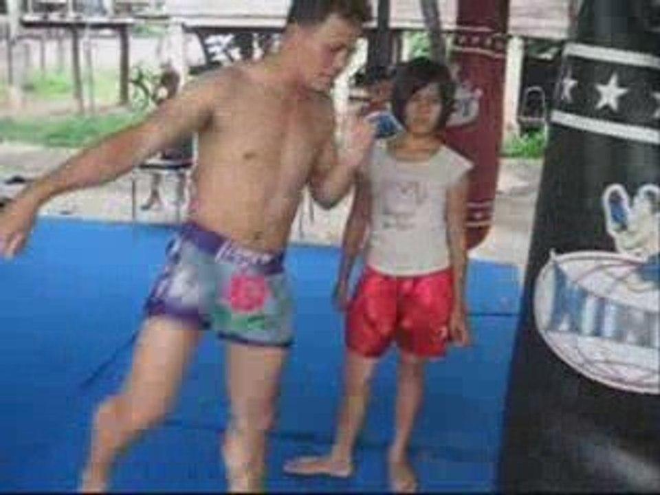TATA 12yo thai girl Muay Thai boxer - วิดีโอ Dailymotion