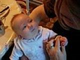lilia 2 mois et demi et sa mamie en grande conversation!