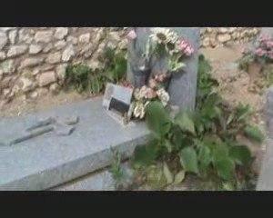 Le cimetière d'Eygalières dans les Bouches-du-Rhône vandalis