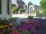 La Bourboule: Le casino vu de la place du jet d'eau