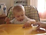 amaury mange tout seul