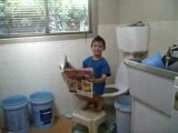 my cuzin goes crazy: toilet edition