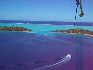 Bora Bora Parasail Parachute ascensionnel au dessus du Lagon
