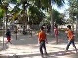 4000 iles sud Laos : partie de foot-volley ball  en osier