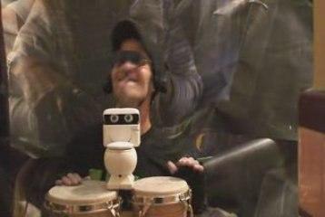 sUPERED plays bongos