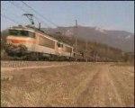 Une UM de BB 7200 sur un train de Fret à Artemare