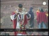 Des gens réunis à Tiwanaku, Bolivie pour le solstice d'hiver