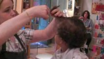 bébé Aîdan chez le coifeur